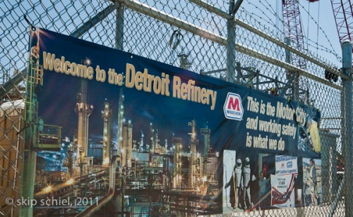 Detroit_Oil_refinery_2011_9110