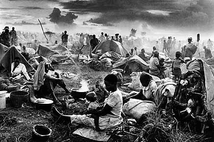 Refugee camp at Benako, Tanzania, 1994. © Sebastião Salgado