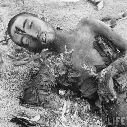 Smith-hist_us_20_ww2_pacific_pic_iwo_jima_dead_japanese