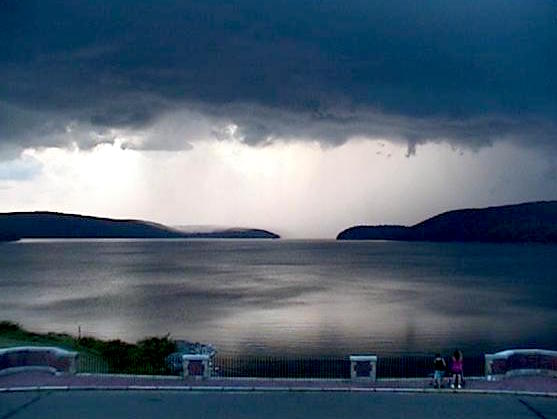 [710p] Base of the storm from the #Quabbin Reservoir. http-:pbs.twimg.com:media:COf0eArVEAAdxpI SM.jpg